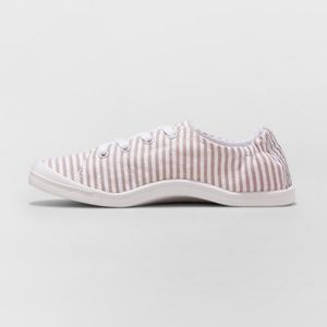 NWT Mad Love | Flexible Sneakers